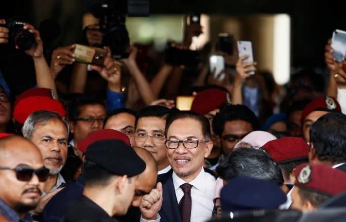 ماليزيا.. أنور إبراهيم طليقا ويعود للعمل السياسي