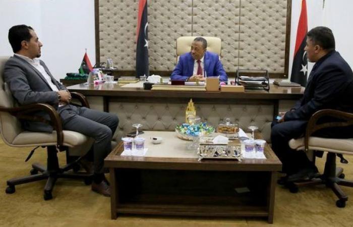 «الثني» يناقش مشاريع بلدية شحات وفروعها