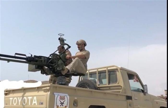 """شاهد بالصورة.. ظهور """"طارق صالح"""" وهو في أرض المعركة يشعل مواقع التواصل الاجتماعي"""
