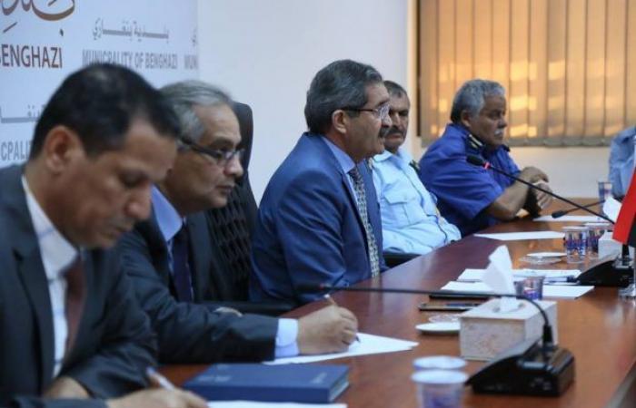 عميد بلدية بنغازي يحث جهاز الحرس البلدي بالقيام بمهامه بكل «حزم»