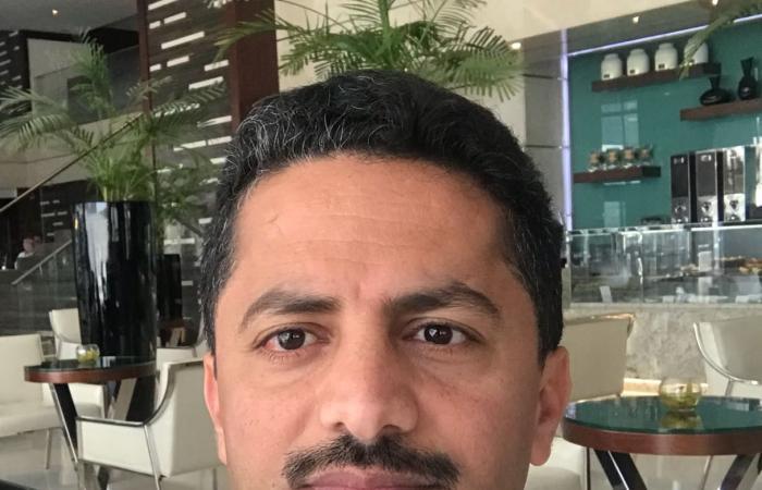 """علي البخيتي ينسف """"محمد الربع"""" وقناة """"يمن شباب"""" جراء برنامج """"عاكس خط"""""""
