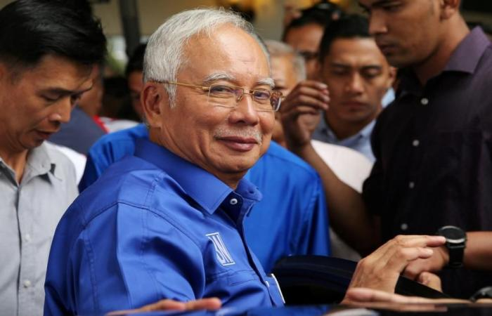 الشرطة تداهم منزل رئيس وزراء ماليزيا السابق