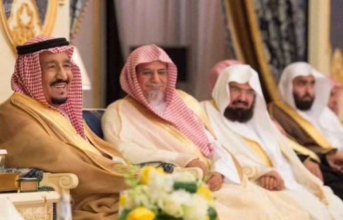 الملك سلمان يستقبل الأمراء والوزراء وقادة القطاعات العسكرية