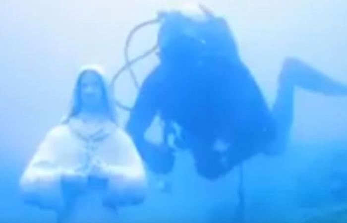 بالفيديو… تمثال القديسة رفقا على عمق 40 مترا تحت البحر