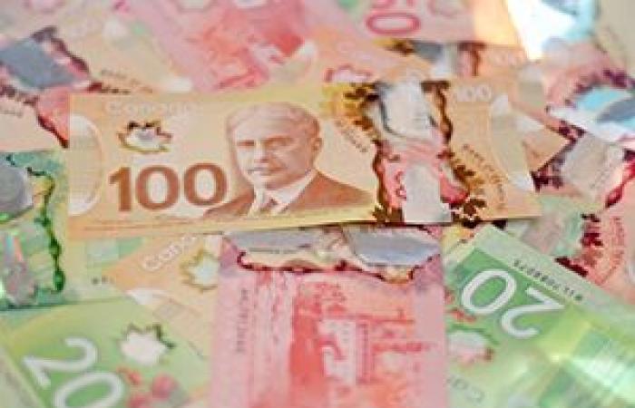 الدولار الكندي يتراجع لليوم الثاني على التوالي قبيل بيانات التضخم ومبيعات التجزئة