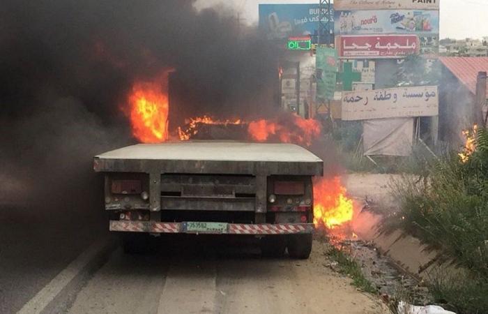 بالصورة.. حريق في شاحنة في جبيل