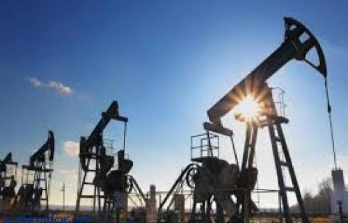النفط يرتفع والفارق بين الخام الأميركي وبرنت يتسع