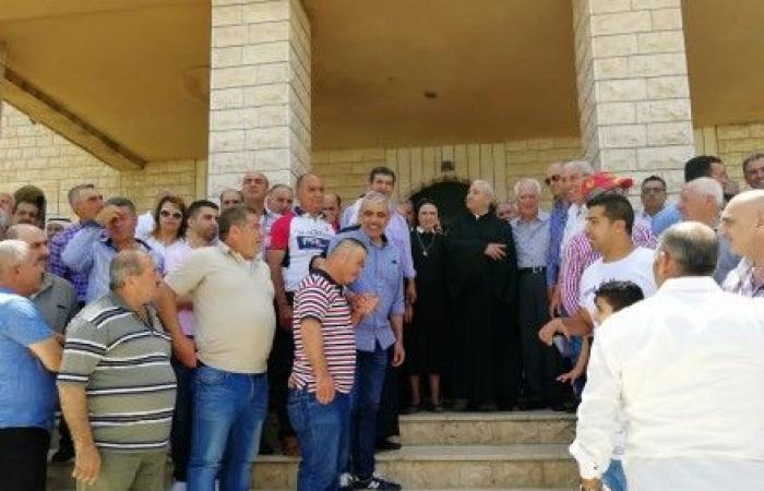 اعتصام امام بلدية القاع للمطالبة بحل جذري لمشكلة مياه الشفة