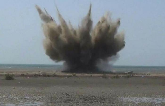انفجار لغم أرضي بأسرة نازحة في الحديدة