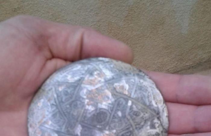 بالصورة: العثور على قطعة نقدية أثرية في بعلبك