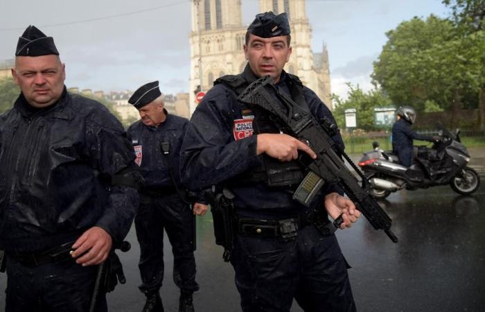استخدام سلاح الخدمة في فرنسا ارتفع بنسبة 54%