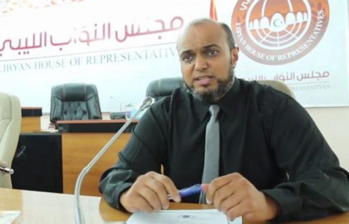 الجروشي يبارك قرار السيطرة على الموانئ النفطية ويدعو الشعب الليبي إلى التظاهر