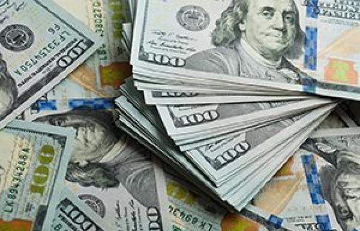 الدولار الأمريكي يرتفع لليوم الثاني على التوالي قبيل بيانات السلع المعمرة