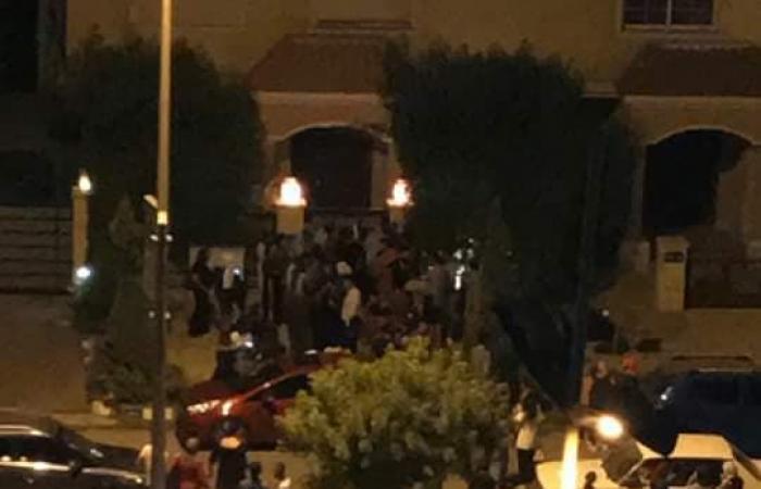 شاهد.. جمهور محمد صلاح يرحب به ويتسبب بأزمة مرور