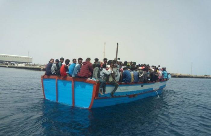 إنقاذ «270» مهاجر غير شرعي شمال منطقة الخمس
