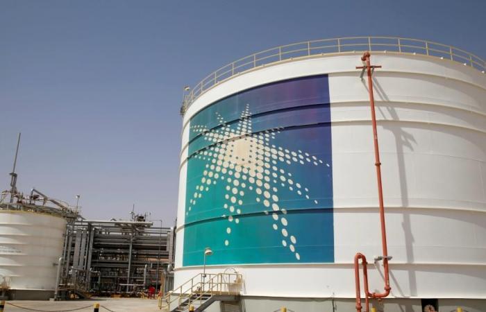 إيران تتوعد السعودية إن انتزعت حصتها بالسوق النفطية