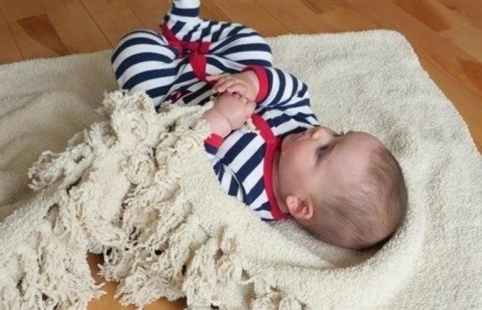 تبكير تقديم الأطعمة الصلبة يحسن نوم الرضيع