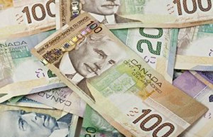 الدولار الكندي يسجل أدنى مستوى فى أسبوع قبيل قرارات البنك المركزي