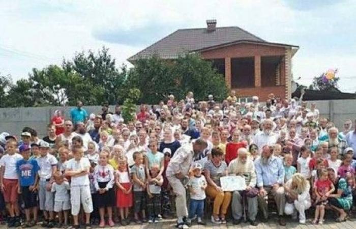 """أوكراني يستعد لدخول """"غينيس"""" بأكبر عائلة في العالم!"""