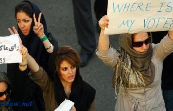 """بالفيديو: الإعتقالات النسائية في إيران تتزايد… وبطلة """"الأربعاء الأبيض"""" خلف القضبان"""