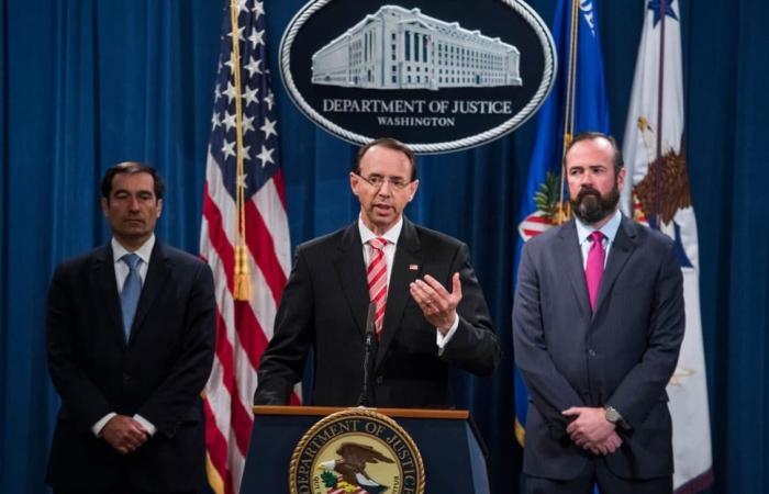 وزارة العدل تتهم 12 من ضباط المخابرات الروسية باختراق الانتخابات الأمريكية في عام…