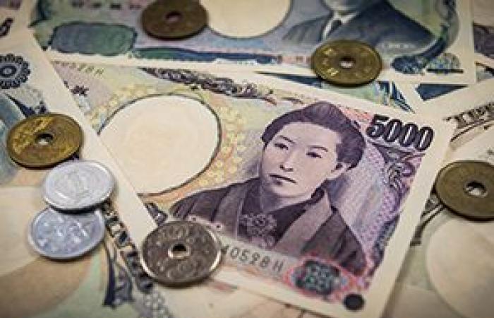 استقرار إيجابي للدولار الأمريكي أمام الين الياباني خلال الجلسة الآسيوية