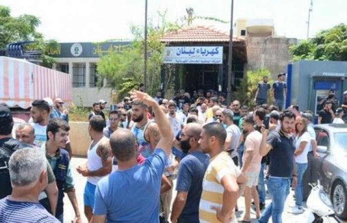 قطع مدخل مدينة صور بالاتجاهين لساعتين احتجاجا على تقنين الكهرباء