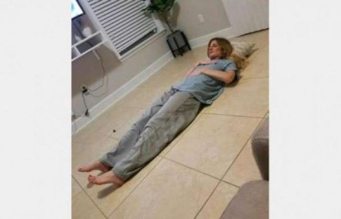 فتاة تنام 19 ساعة يومياً وتشعر بالنعس حين تستيقظ!