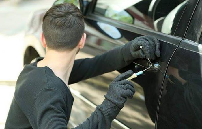 توقيف أفراد عصابة سرقة سيارات في البقاع