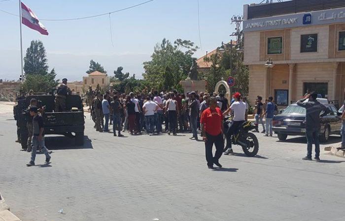 شبان قطعوا طرقا مؤدية الى سوق بعلبك احتجاجا على مقتل شاب