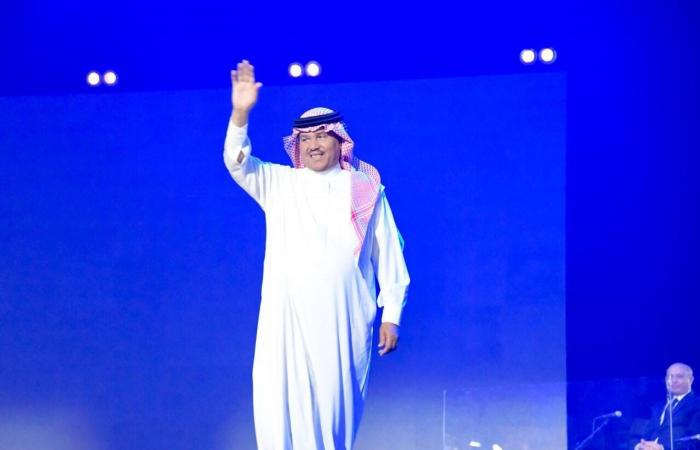 محمد عبده يبدع بـ 13 أغنية ويطرب 3000 حضروا حفلة أبها
