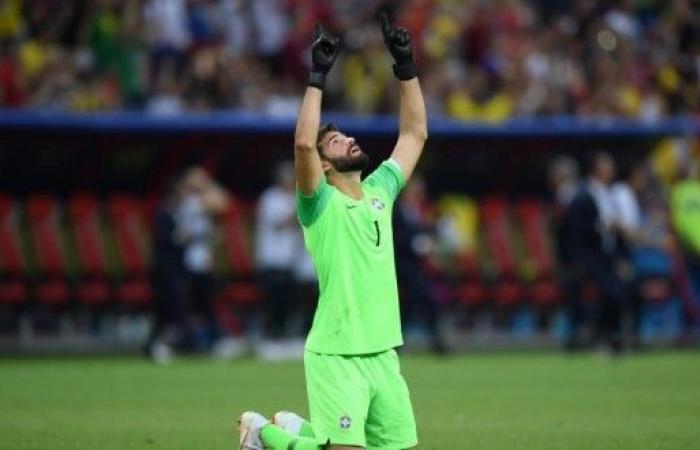 البرازيلي بيكر: أنا سعيد باللعب برفقة صلاح من جديد