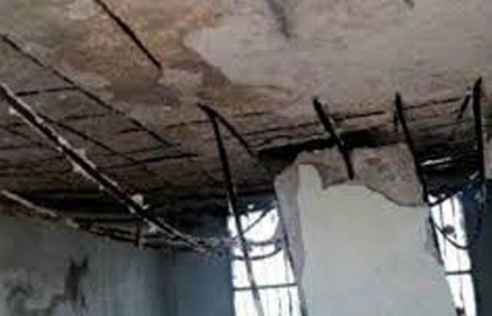 إنهيار أجزاء من سقف مبنى في صور