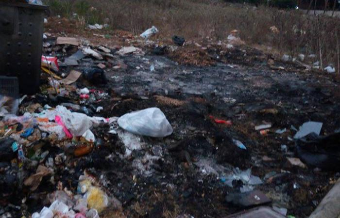 اضرام النار بحاويات النفايات في كفرجوز احتجاجًا على تكدسها