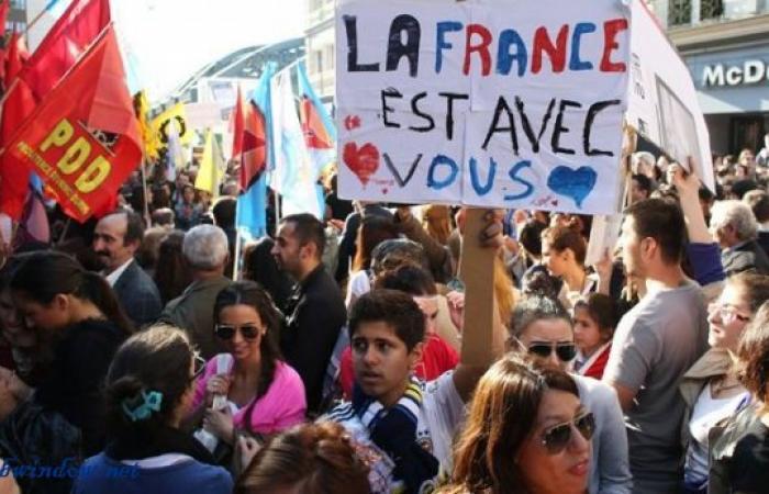 تظاهرة في باريس تضامنا مع المحتجين العراقيين