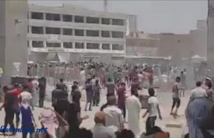 بالفيديو.. دبابة عسكرية تحاول دهس متظاهرين في العراق
