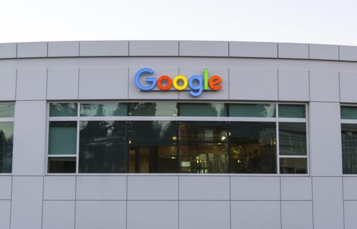 باحثو جوجل يطورون نظام ذكاء اصطناعي لتحسين تقنية التعرف على الأشياء في الهواتف…