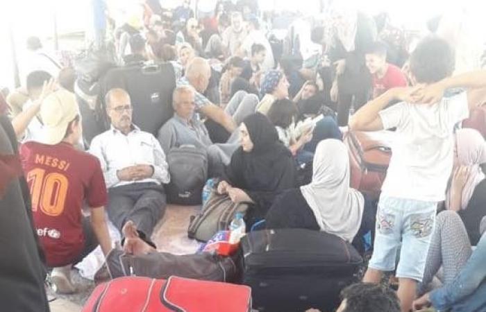 فلسطين   صحفي يناشد الجهات المسؤولة بتوفير الطعام والماء للعالقين على معبر رفح المصري