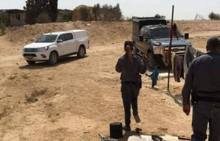فلسطين | الشرطة الإسرائيليّة تجبر عريسا على هدم بيته بنفسه في وادي النعم