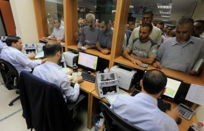 فلسطين | صرف دفعة مالية لموظفي غزة اليوم بنسبة 40%