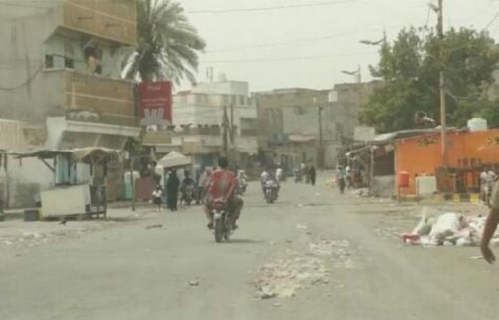 اليمن   بشرى سارة للموظفين في الحديدة - الشرعية تبدأ صرف المرتبات في 6 مديريات وتعد الاكاديميين