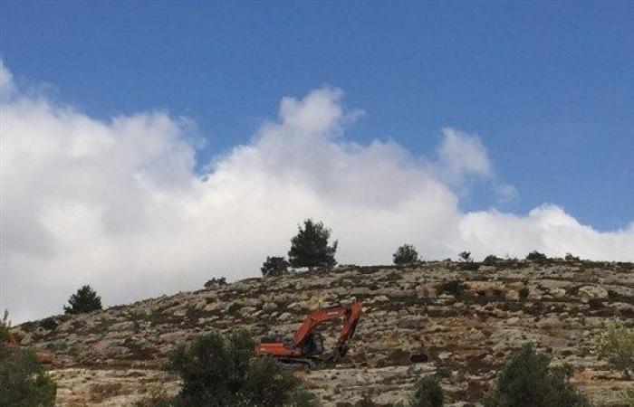 فلسطين | مستوطنون يجرفون أراض زراعيةبراس كركر غرب رام الله