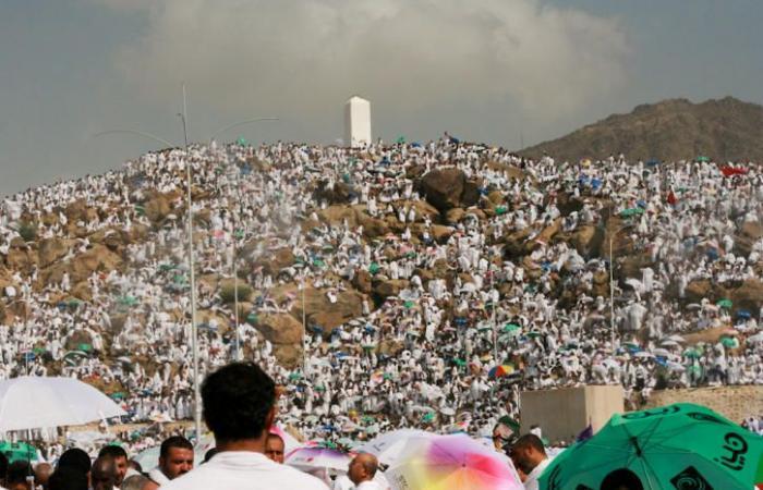 فلسطين | الحجاج يصعدون إلى جبل عرفات لأداء ركن الحج الأعظم