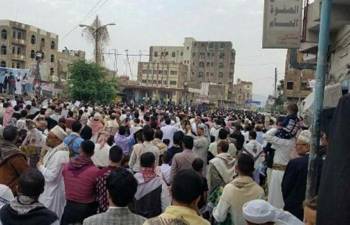 اليمن   العيد في تعز عيدين - افتتاح «قلعة القاهرة» للزائرين والحشود الغفيرة تملئ «ساحة الحرية» - صور
