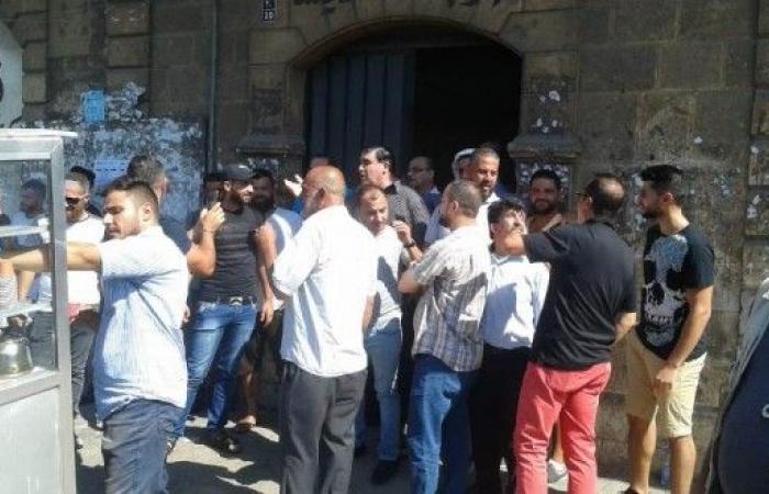 ناشطون من ثورة المحرومين في طرابلس اعتصموا مطالبين بالكهرباء والاعتصام المفتوح غدا