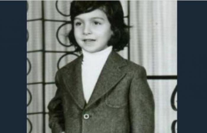 شاهد واحكم.. هل هذا الطفل هو الفنان أحمد حلمي؟