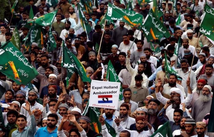 مظاهرات بباكستان ضد مسابقة هولندية مسيئة للنبي عليه السلام