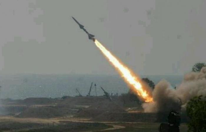 اليمن | دفاعات السعودية تعترض صاروخين بالستيين فوق جازان