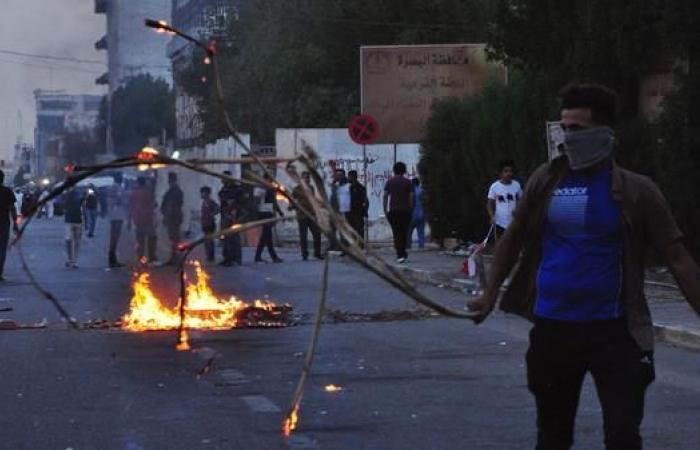 العراق   البصرة تشتعل غضباً.. مقتل 6 محتجين وحظر تجوال