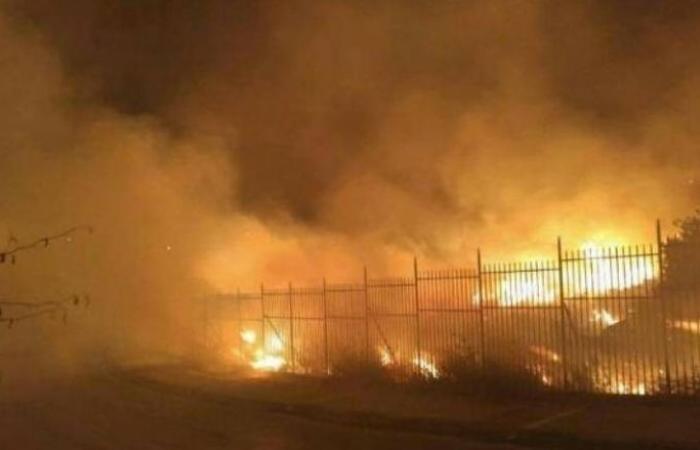 فلسطين | جنين: اندلاع حريق بمحزن لاطارات المركبات بكفر دان